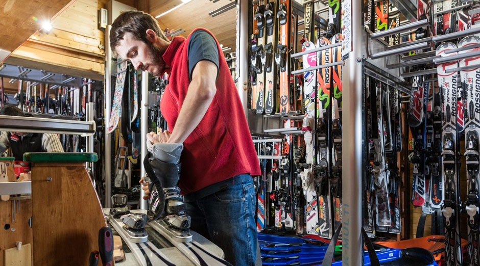 location de mat riel skis chaussures raquettes luges d partement de la loire. Black Bedroom Furniture Sets. Home Design Ideas