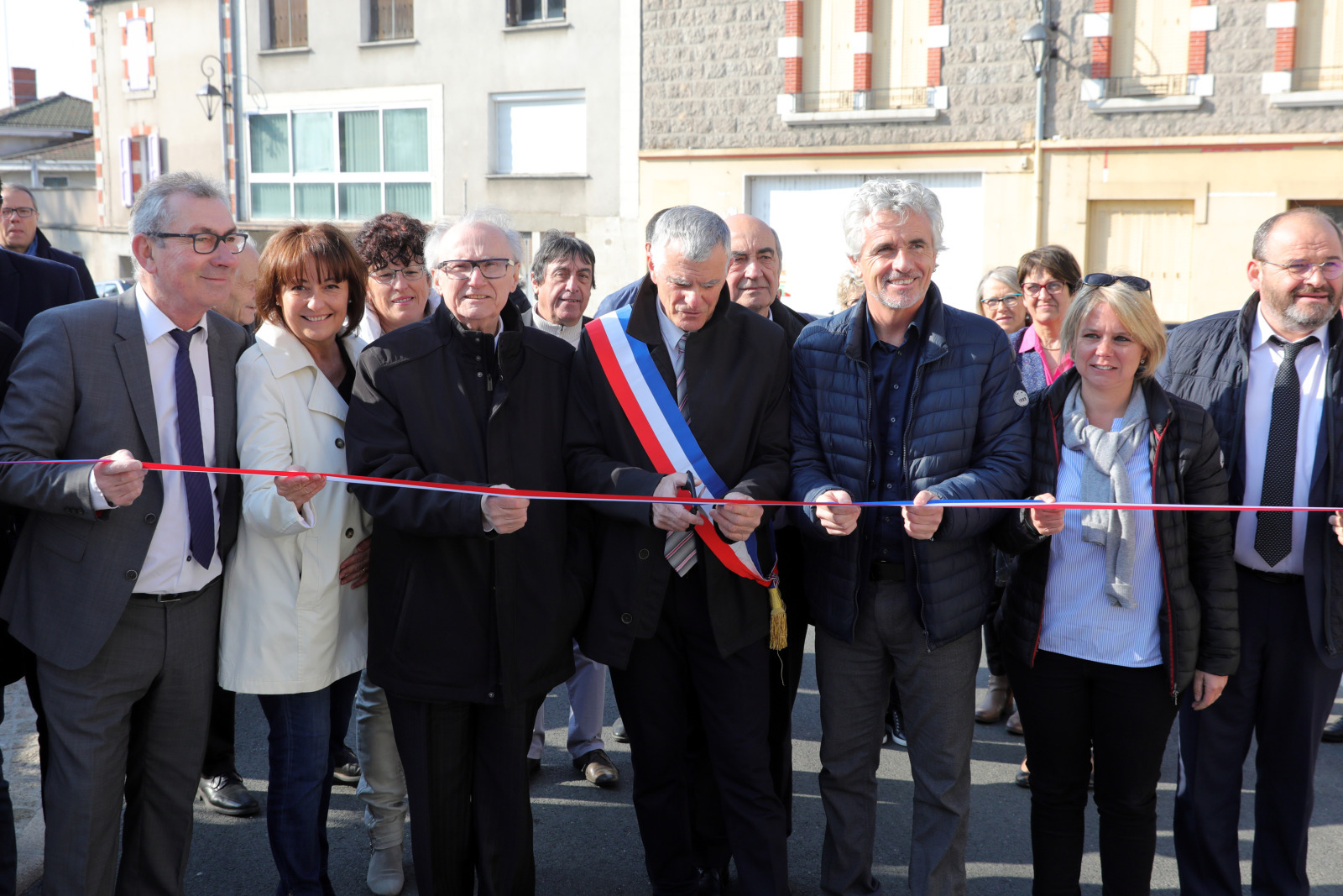 https://www.loire.fr/jcms/lw_1246621/le-centre-bourg-de-panissieres-inaugure?xtor=RSS-40