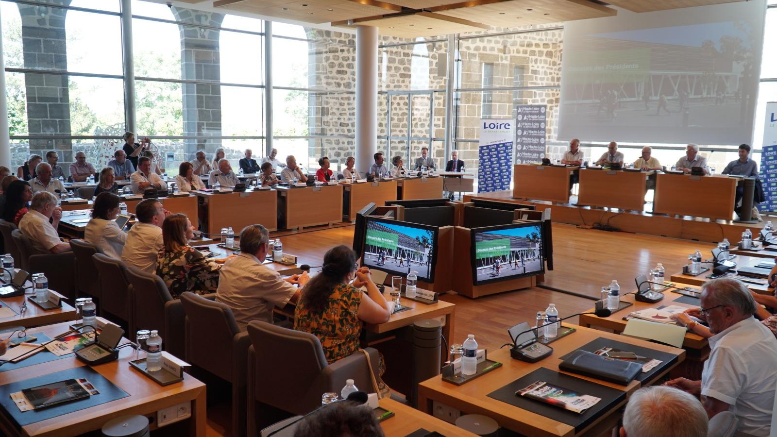 Coopération renforcée entre les Départements de la Loire et de la Haute-Loire